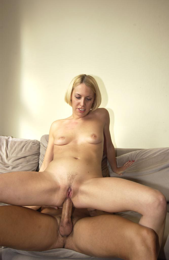 Busty british milf sarah beattie gets fucked up the ars - 3 7